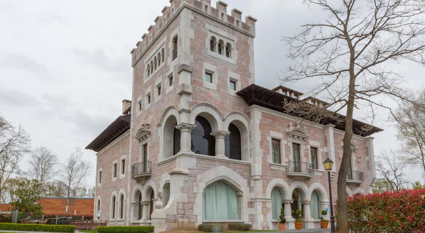 Castillo del Bosque de la Zoreda